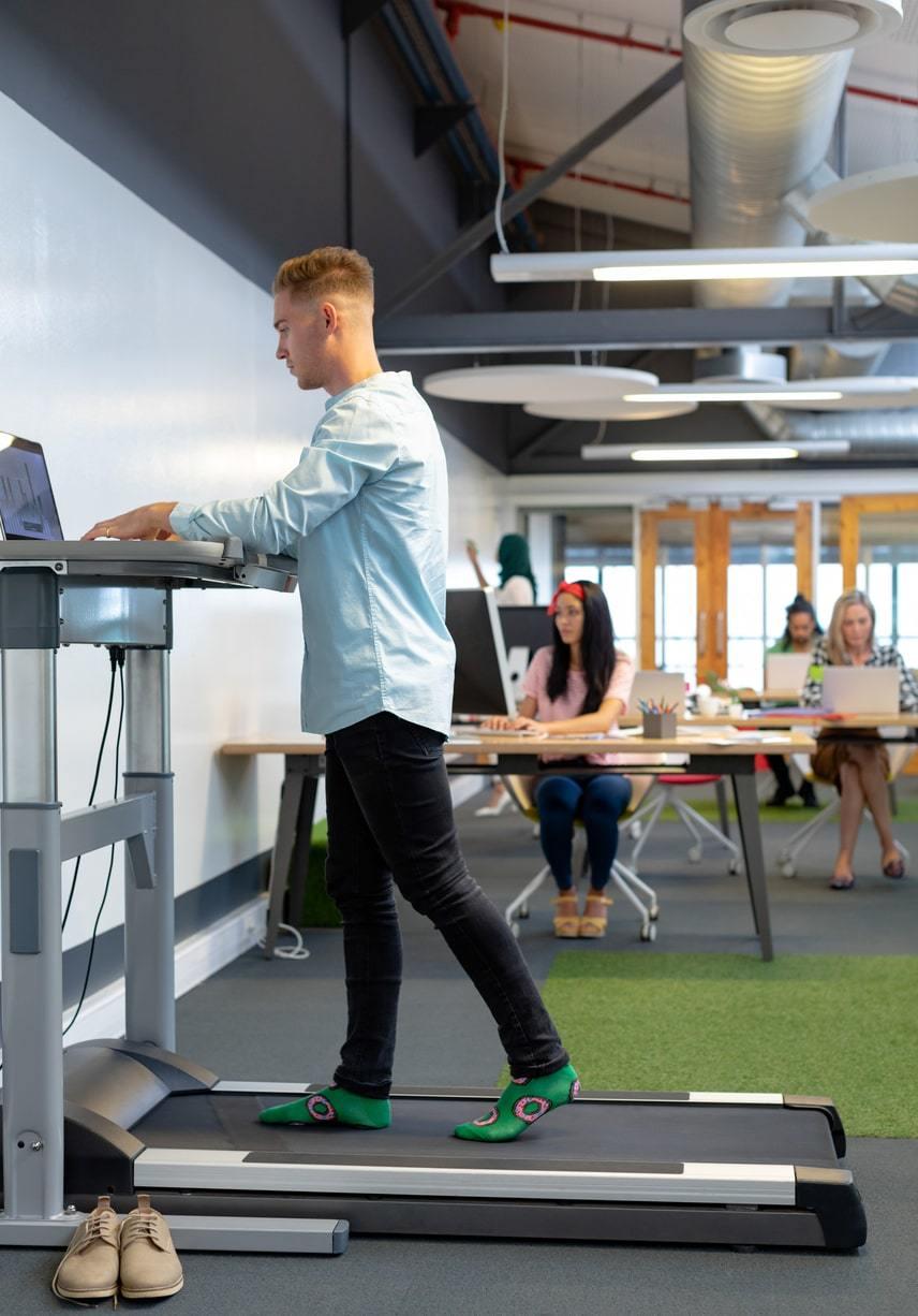 De voordelen van een loopband aan je bureau