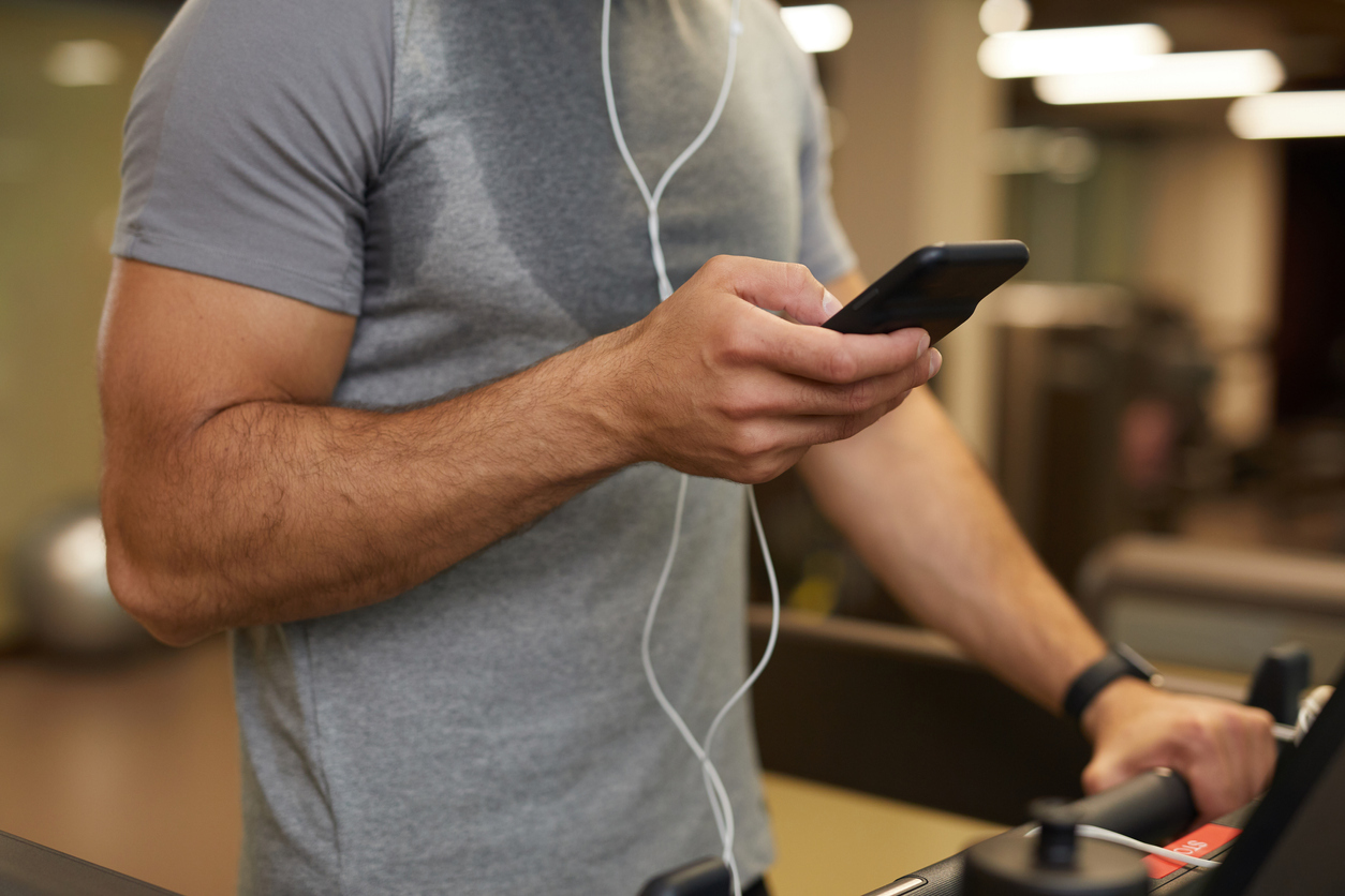 Muziek luisteren om je loopband workout te boosten