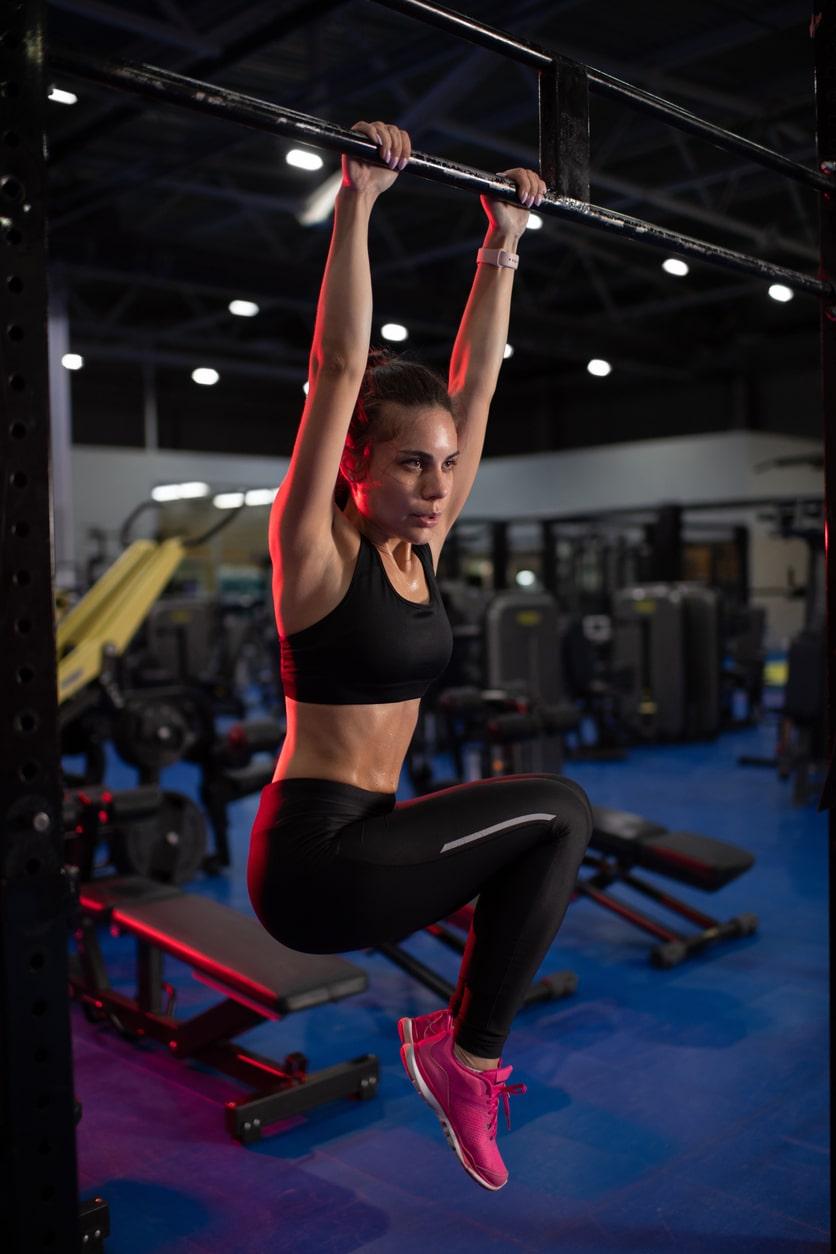 bovenste buikspieren trainen in sportschool